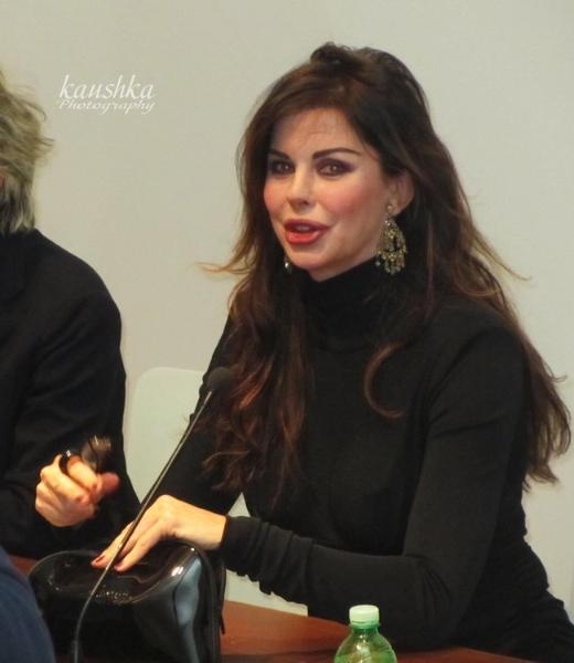 Alba Parietti presentato di persona presso la fondazione Re Rebaudengo