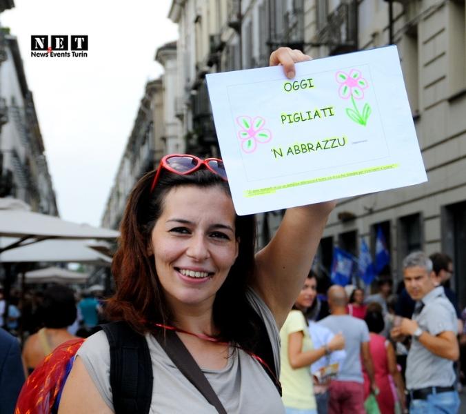 Бесплатные объятие социальные флешмобы Турин Италия