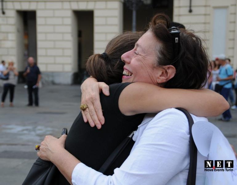 Жизнерадостные итальянцы обнимаются без конца
