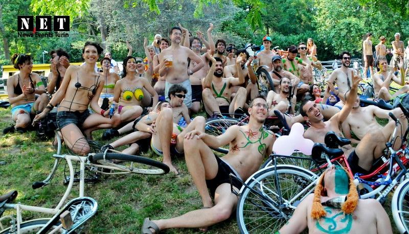Итальянские велосипедный нудисты