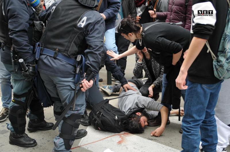 Salvini a Torino, feriti in corteo scontri, cariche polizia