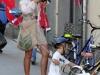 Мама и сын на велосипедах Турин