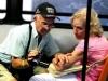 Пожилая супружеская пара в автобусе