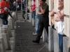 Жители Турина прячутся от дождя