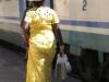 Африканка на вокзале в Карманьола