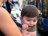Ребенок на остановке Турина