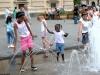 Детки в фонтане на площади Кастелло
