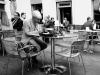 Голубь на столе бара возле Итальянца