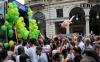 Резиновая кукла на гей параде в Турине