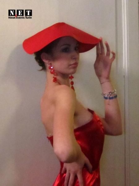 Красное платье модель румынка