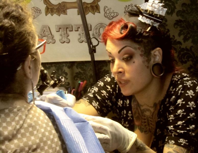 Лучшая девушка мастер татуировки в северной Италии