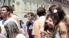 Итальянцы купаются в фонтанах Турина в одежде