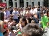Купание студенток в одежде в фонтане Италия