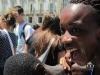 Купание в одежде в фонтане Турина