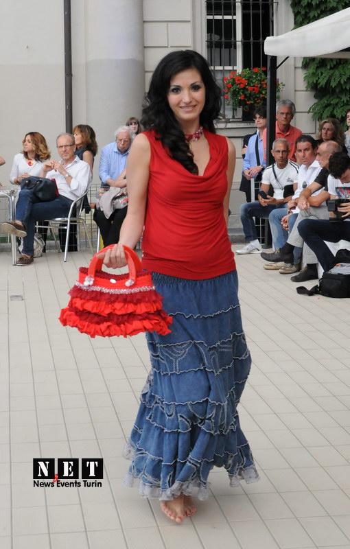 Мода возле бассейна в Турине в парке Валентин