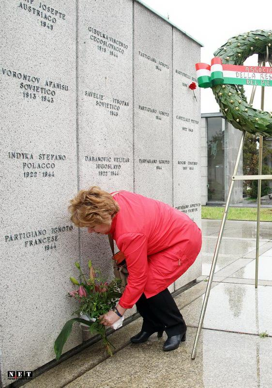 Русская делегация в Турине возлагает цветы к могилам советских солдат погибших в Италии