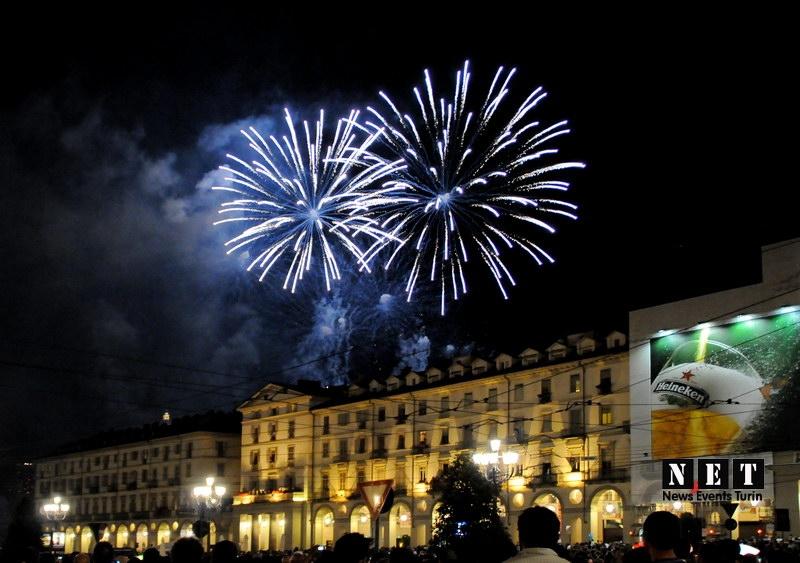 Новый год в Турине Италия салюты и фейерверки