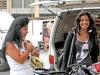Молодые арабки из Франции покупают одежды в Италии