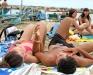 Молодежь на пляже Италии