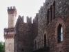Показ мод итальянской моды в старинных замках Италии
