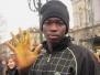 Беженцы из Африки требуют документы.