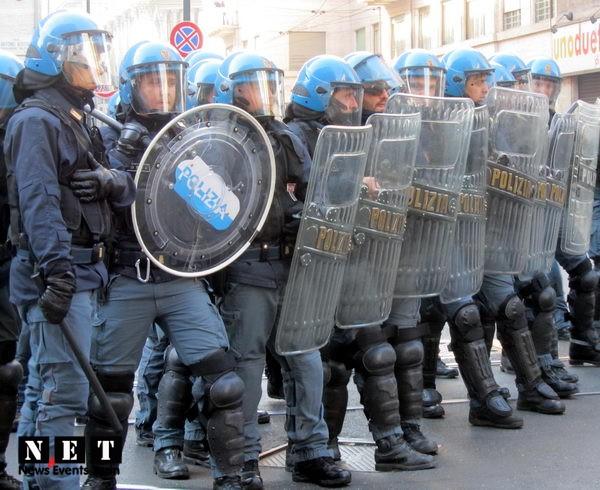 Итальянская полиция применила резиновые дубинки для разгона студентов в Турине
