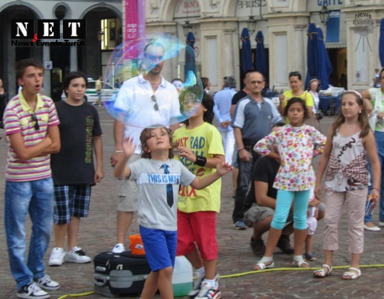 Радость детей Турин Италия Турин июль 2012 года