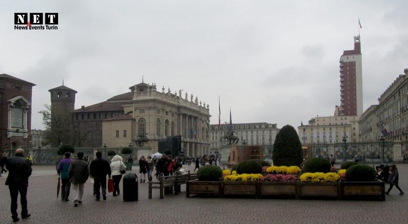Турин вид на дворец Мадамы Кристины и палец Муссолини на площади Кастелло