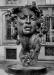 Памятник итальянской женщине