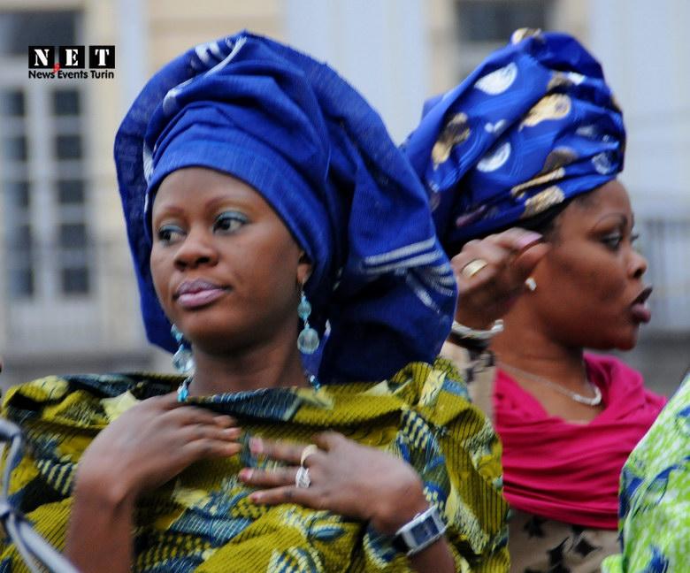 Африканки на площади Турина