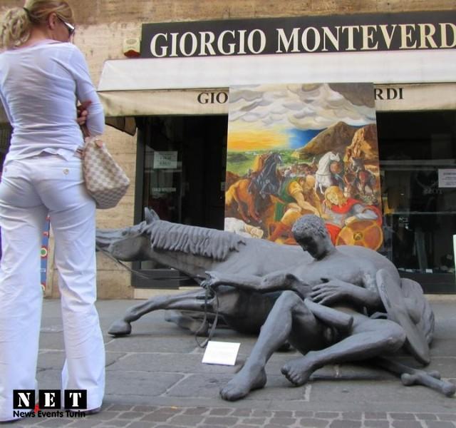 Уличные художественные выставки в Турине на улице вия Лагранж