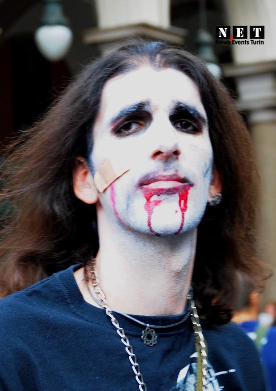 Zombie piazza Statutto 22 settembre Torino