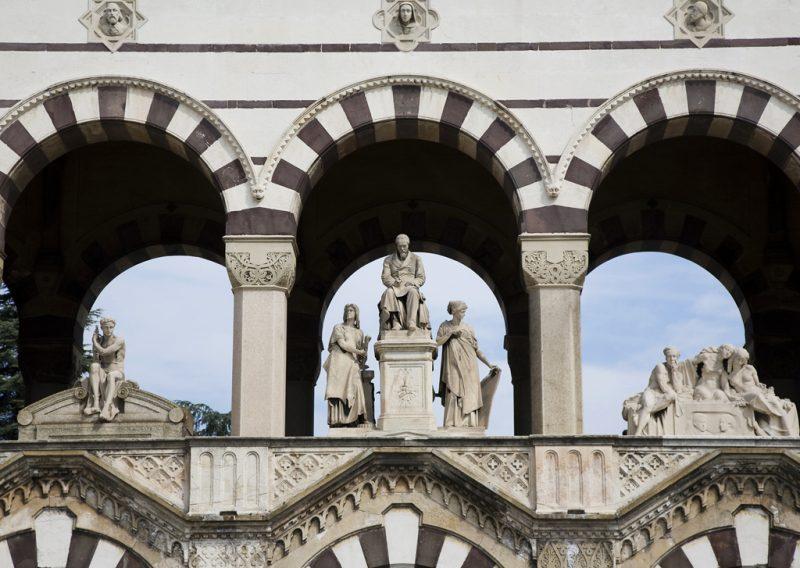 Турин кладбище из величественных скульптур