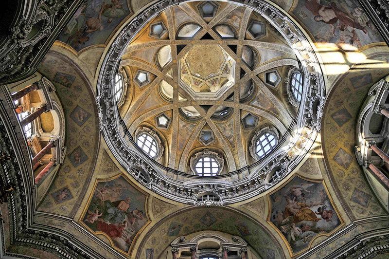Барокко купол церкви Святого Лаврентия в Турине