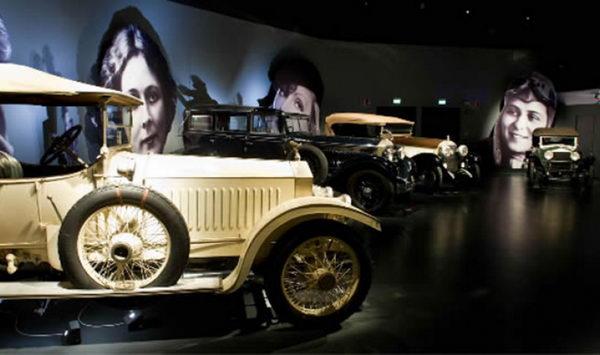 Знаменитый национальный музей автомобилей в Турине.