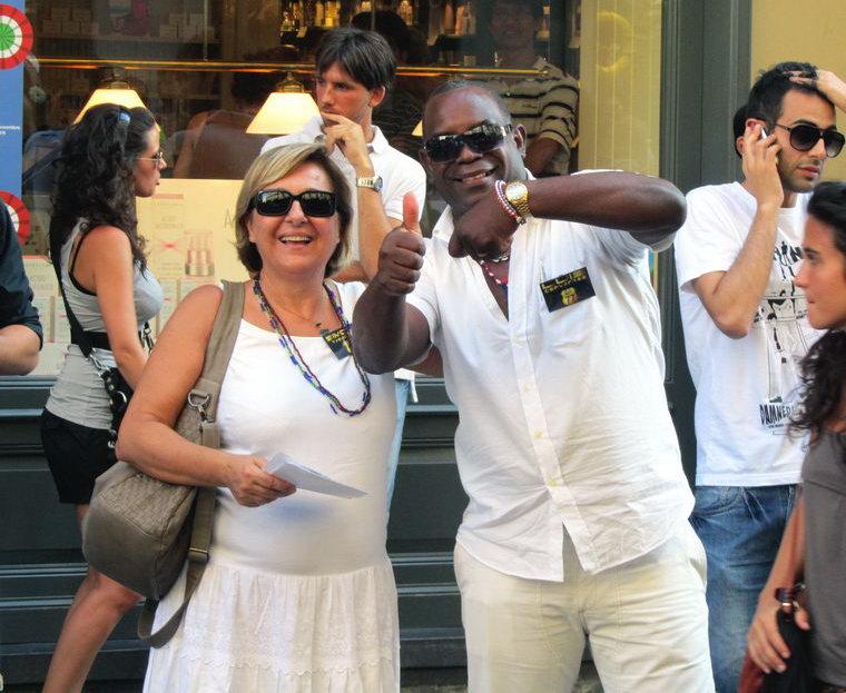 """Флешмоб в Италии """"Freeze Time"""" в Турине - фигура на месте замри"""