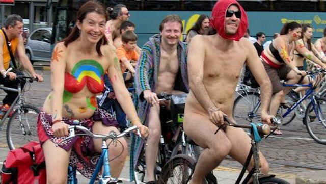 Голые на велосипедах в Италии - Турин 2011 Фото и видео.