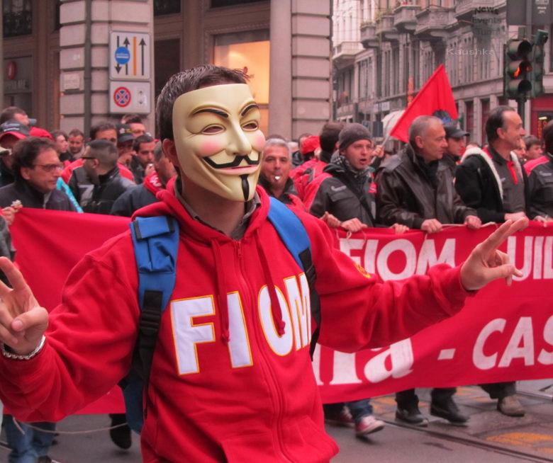 Забастовка рабочих фабрики производящей авиа-космо оборудование в Турине