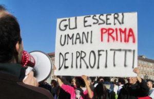 Indignati - это возмущенные итальянцы вышедшие на площадь.