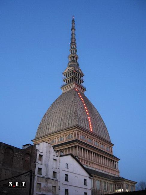 Сказочная башня Моле Антонеллиана в Турине