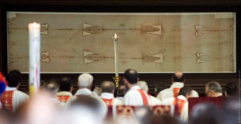 Христианская святыня Туринская плащаница на показе в Турине