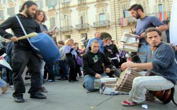 Итальянцы вышли на площадь Турин Италия забастовка