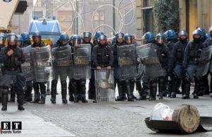 Полиция Турина применила дубинки против студентов