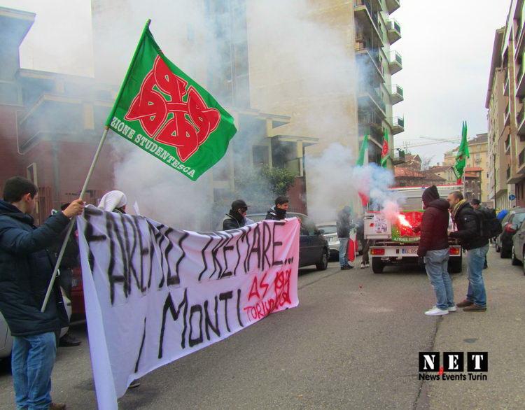 Протест Забастовка студенты Турина против правительства и цен на билет