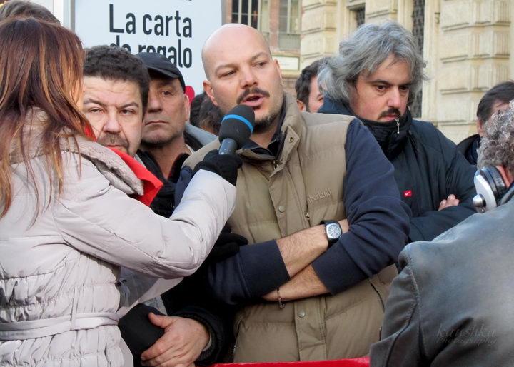 Протест итальянских рабочих против их увольнения с работы