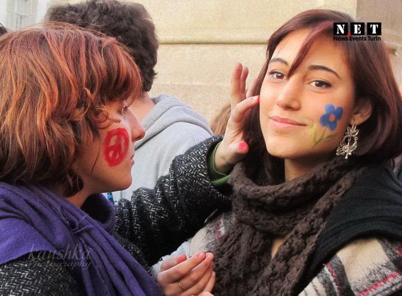 Студенты гуманитарии в Турине Италия