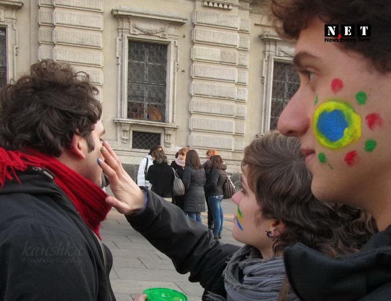 Итальянские студенты на флешмобе в Турине