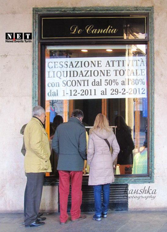 По случаю закрытия магазина в Турине большие скидки