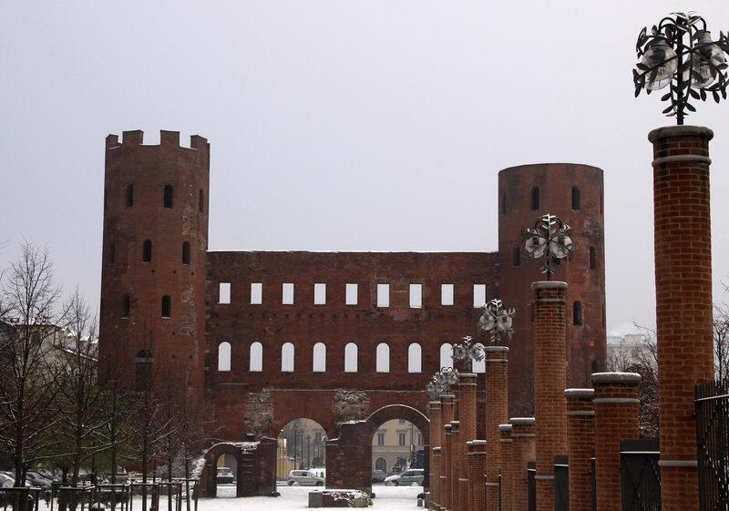 Древне римское строение в Турине Porta Palatine