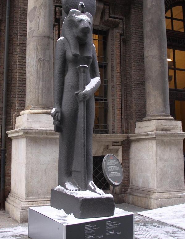 Богатейшая коллекция египетских артефактов.